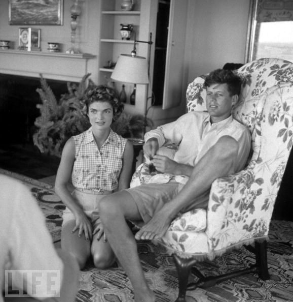 http://eastofneimans.files.wordpress.com/2013/07/jacqueline-kennedy-onassis-jackie-kennedy-john-f-kennedy-jfk-oxford-barefoot-shorts-hyannisport-living-room.jpg